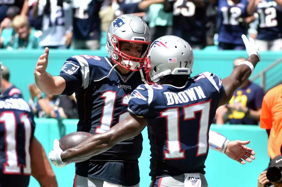 The Patriots and Tom Brady welcomed Antonio Brown with open arms after he scored a touchdown in his first game with New England. Photo: Eric Espada, Stringer / Getty Images / 2019 Getty Images