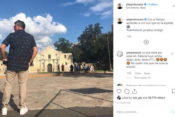 """""""Con el tiempo aprendes a vivir con ojos en la espalda #SanAntonio ya estoy contigo,"""" singer Alejandro Sanz captioned a photo on his Instagram account, @alejandrosanz, on Wednesday."""
