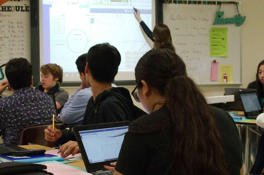 Students ask questions in algebra class. Photo: Kirk Sides / Staff Photographer / © 2019 Kirk Sides / Houston Chronicle