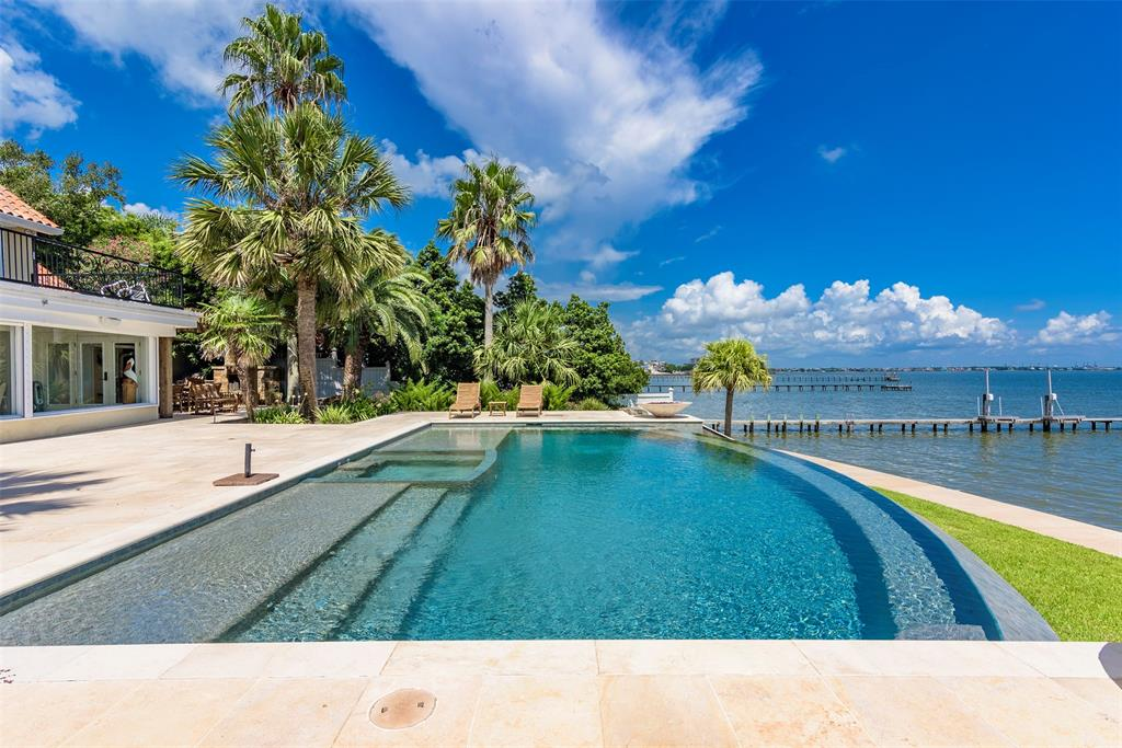 Waterfront Kemah mansion offers dazzling views of Galveston Bay