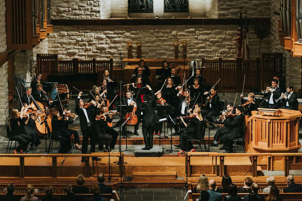 Conductor Mei-Ann Chen with the River Oaks Chamber Orchestra