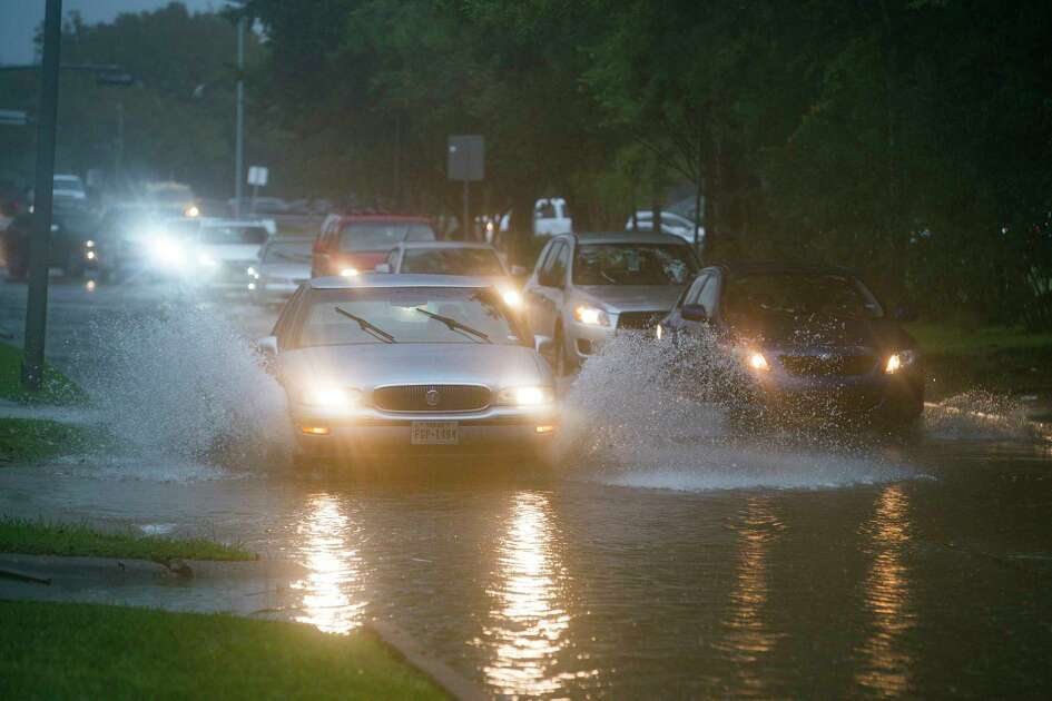 Cars splash through heavy water filling Chimney Rock south of Brays Bayou in Houston, Tuesday, Sept. 17, 2019. A tropical depression in the Gulf of Mexico became Tropical Storm Imelda Tuesday afternoon as it made land south of Houston.