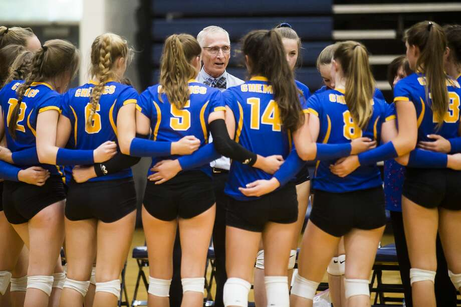 File — Midland Head Coach Tim Zerull speaks to the team during a match against Mount Pleasant Tuesday, Sept. 17, 2019 at Mount Pleasant High School. (Katy Kildee/kkildee@mdn.net) Photo: (Katy Kildee/kkildee@mdn.net)