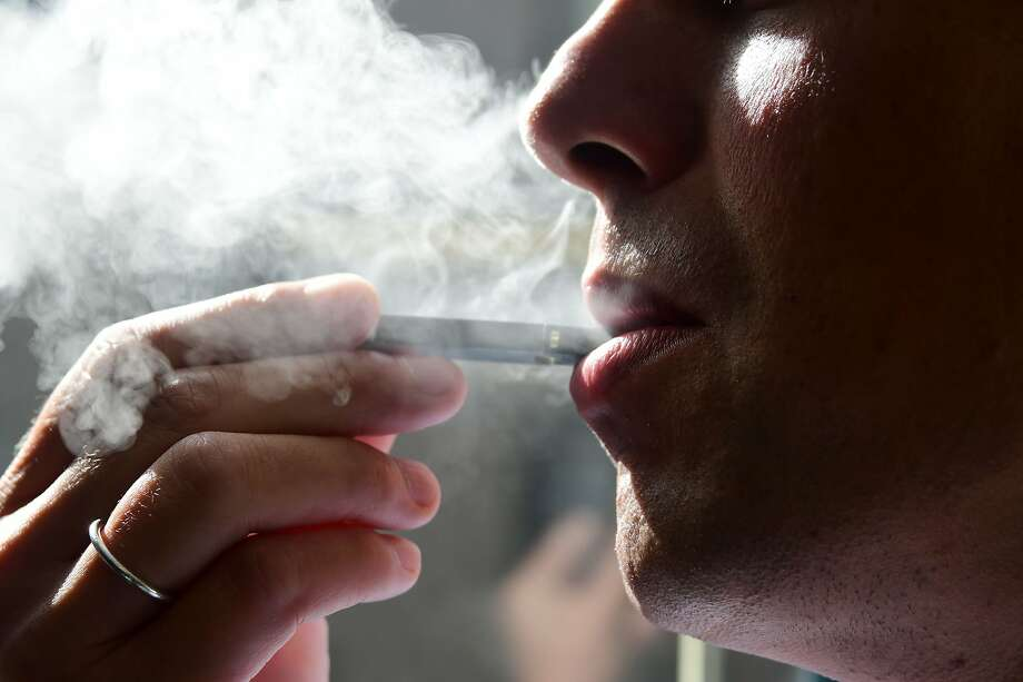 (FILES) This file photo taken on October 02, 2018 shows a man exhaling smoke from an electronic cigarette in Washington, DC. Photo: EVA HAMBACH;Eva Hambach / AFP / Getty Images