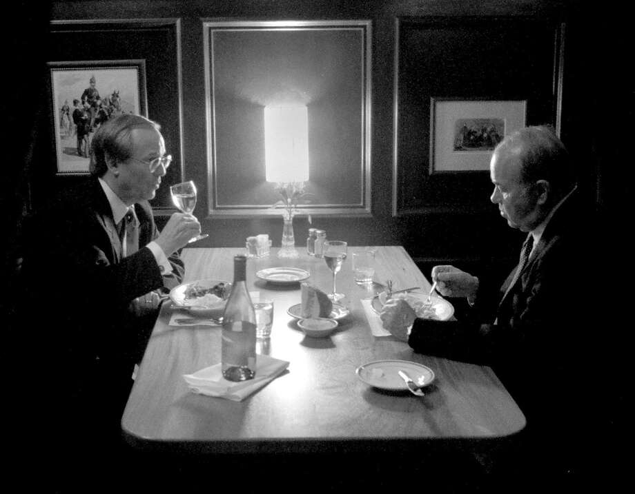 Sander Vanocur, right, has lunch in 1996 with Frank Fahrenkopf, former chairman of the Republican National Committee. Photo: Washington Post Photo By Frank Johnston. / The Washington Post