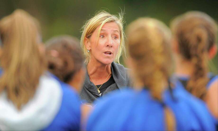 Darien field hockey coach Mo Minicus talks with her players following a game against Wilton on Oct. 4, 2016. Photo: Matthew Brown / Hearst Connecticut Media / Stamford Advocate