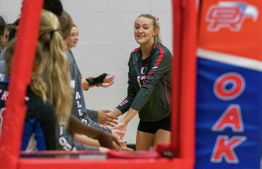 Oak Ridge senior Emma Smith (17) low fives teammates as her name is called during a district 15-6A volleyball match at Oak Ridge High School in Oak Ridge North. Photo: Cody Bahn, Houston Chronicle / Staff Photographer / © 2019 Houston Chronicle
