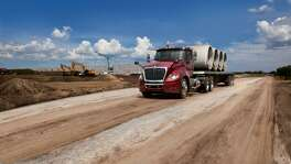 Truck maker Navistar International Corp. is planning to build a plant in the Mitchell Lake area in south San Antonio, according to people familiar with the matter.
