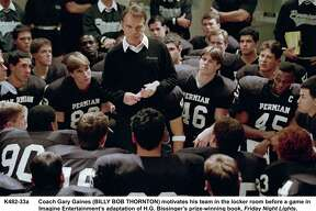 Coach Gary Gaines (BILLY BOB THORNTON) motivates his team in the locker room before a game in Imagine Entertainment?•s adaptation of H.G. Bissinger?•s prize-winning book, Friday Night Lights. Credit: Ralph Nelson. HOUCHRON CAPTION (10/12/2004) SECSTAR COLOR: MOJO WORKIN': Coach Gary Gaines (Billy Bob Thornton) encourages the Permian Panthers in the powerful new film Friday Night Lights.