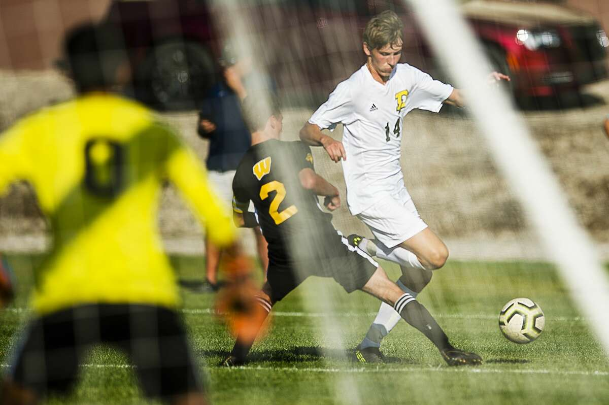 Dow's Drew Huber dribbles down the field while Bay City Western's Sam Shabluk defends against him during their game Wednesday, Sept. 18, 2019 at Bay City Western High School. (Katy Kildee/kkildee@mdn.net)