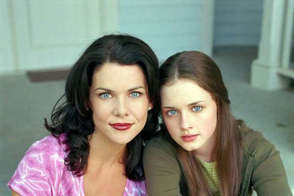 'GILMORE GIRLS' PILOT - GILMORE GIRLS has just been named the BEST NEW DRAMA by Viewers for Quality Television. In this repeat of the pilot episode, thirty-two-year-old Lorelai Gilmore (Lauren Graham, 'Townies,' 'NewsRadio') has made her share of mistakes in life, and she s doing her best to see that her 16-year-old daughter Rory (newcomer Alexis Bledel) doesn t follow in her every footstep. The episode airs on Thursday, November 30 (8:00 9:00 p.m., ET) on The WB. Pictured (l-r): Lauren Graham as Lorelai Gilmore, Alexis Bledel as Rory Gilmore, Photo credit: The WB/Jeffrey Thurnher Media Contact: Pamela Morrison, The WB (818) 977-6155