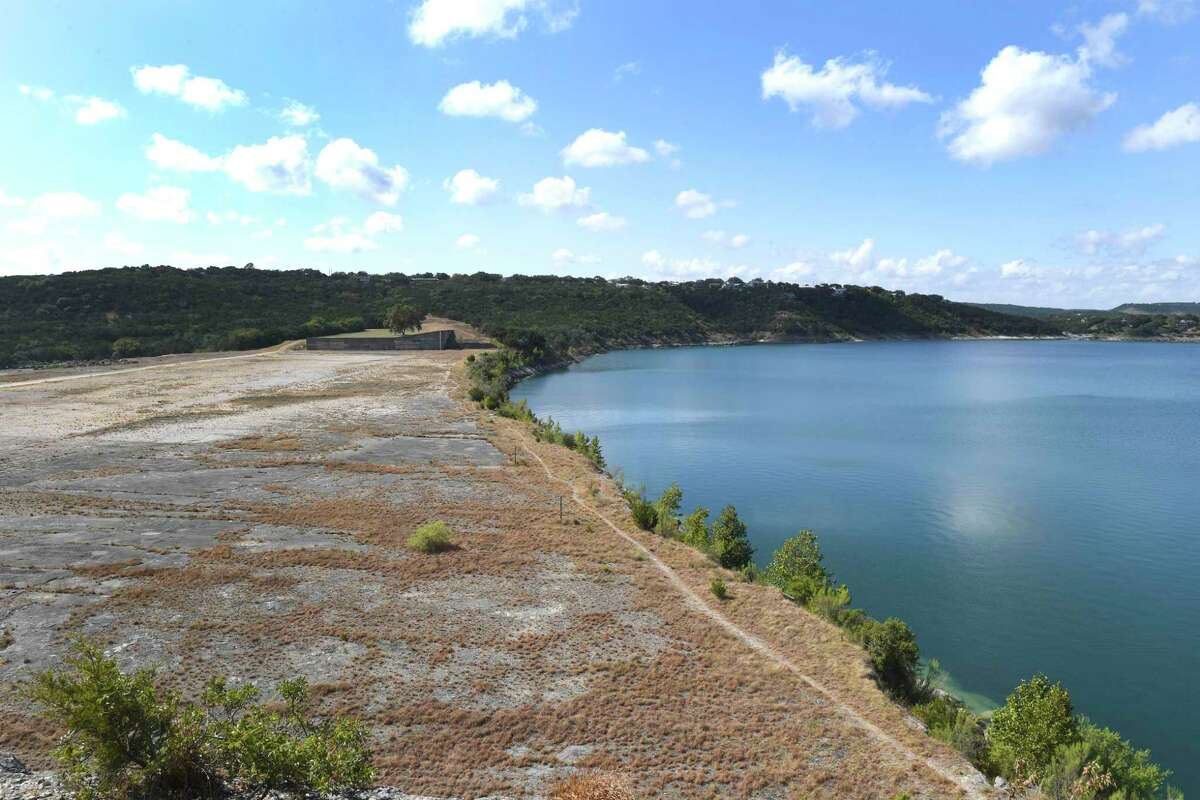 Comal County officials will close county-owned boat ramps at Canyon Lake over the Easter weekend.