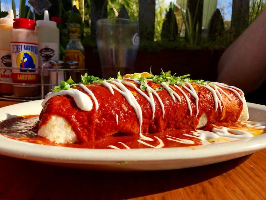 El Chupacabra Daily 4-6 p.m. & 10 p.m.-midnight; Mexican ($1 off wells, drafts, margaritas, food specials)