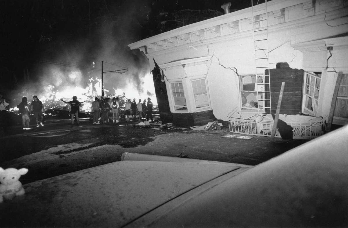 A fire at Divisadero and Beach streets after the Oct. 17, 1989, Loma Prieta earthquake.