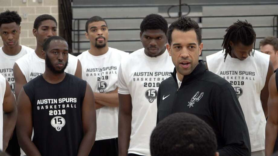 Landry Fields talks to players who tried out for the Austin Spurs at the Round Rock Sports Center last Sunday morning. Photo: /