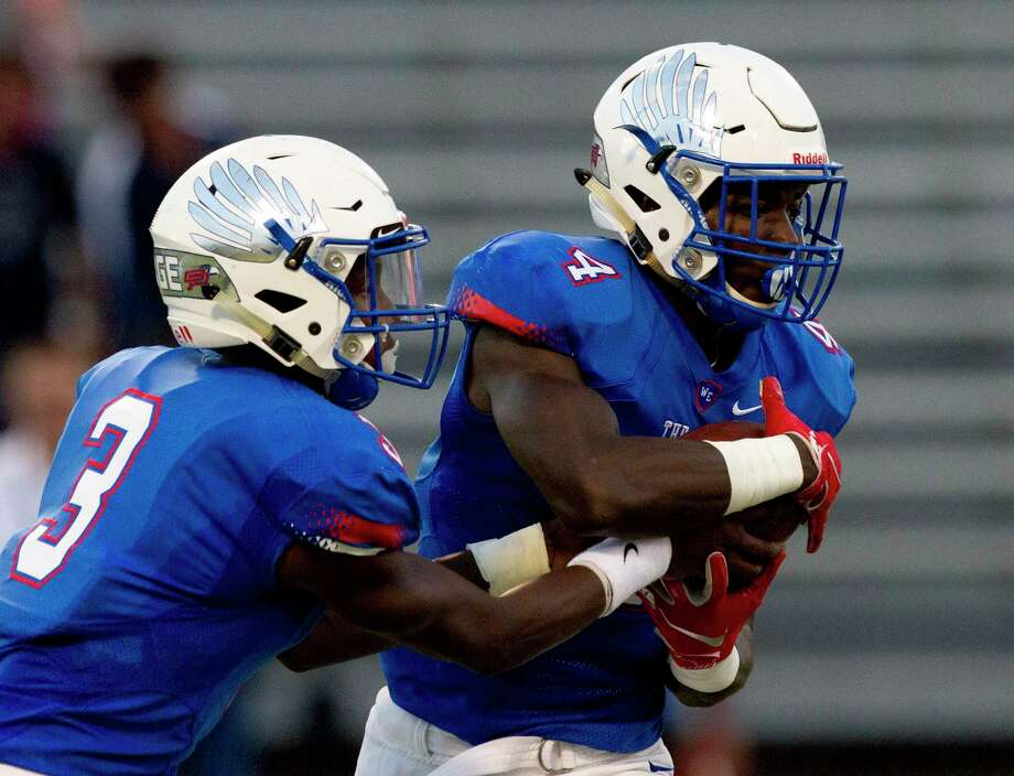 Oak Ridge had its game against Klein Collins rescheduled to 11 a.m. Saturday following torrential rains from tropical depression Imelda on Thursday. Photo: Jason Fochtman, Houston Chronicle / Staff Photographer / Houston Chronicle