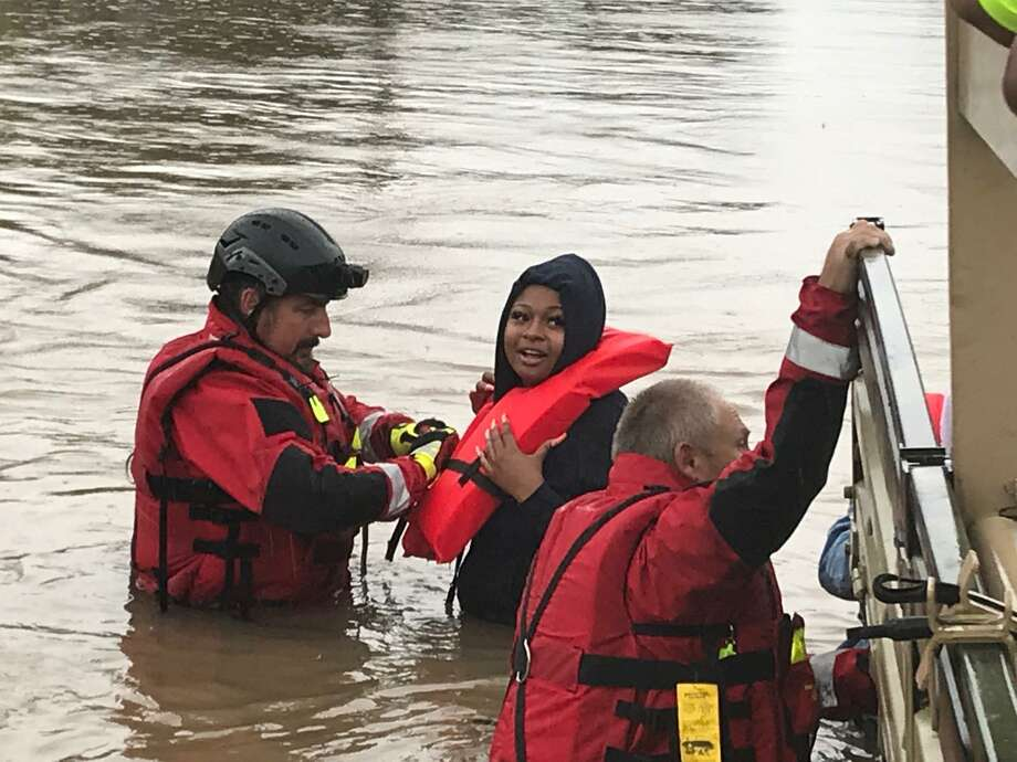 HCSOTexas @HCSOTexas  A few Harris County residents were stranded on Homestead Rd. and Normandy. Thankfully, our team was able to rescue them. Photo: Harris Co. Sheriff's Office/Twitter