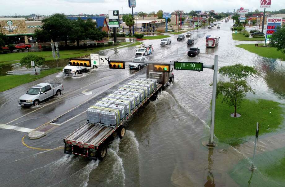 Traffic moves slowly along a flooded College Street Thursday after Tropical Storm Imelda hit Southeast Texas. Photo taken Thursday, 9/19/19 Photo: Drone Image: Guiseppe Barranco/The Enterprise, Photo Editor / Guiseppe Barranco ©
