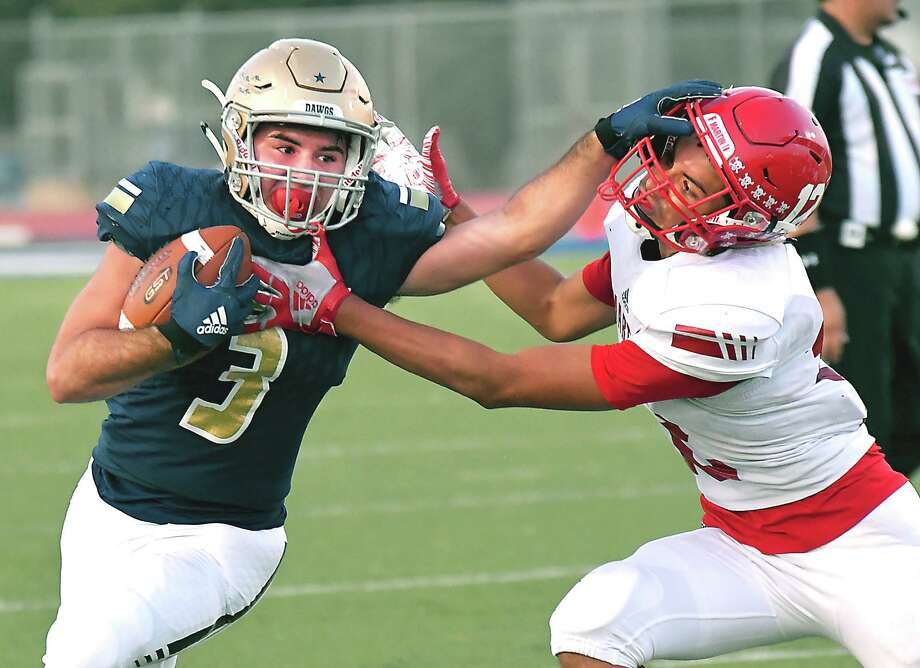Alexander running back Camilo Pedraza ran for 154 yards and three scores in the Bulldogs' win Thursday. Photo: Cuate Santos / Laredo Morning Times / Laredo Morning Times