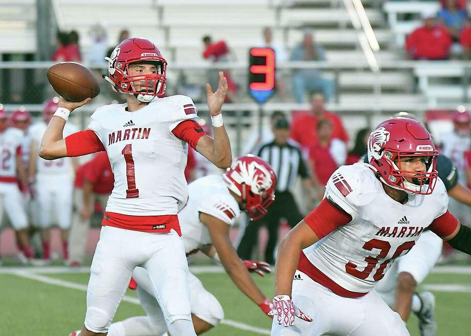 Martin sophomore quarterback Gerardo Cham has thrown for 747 yards, six touchdowns and six interceptions through seven games this season. Photo: Cuate Santos /Laredo Morning Times File / Laredo Morning Times