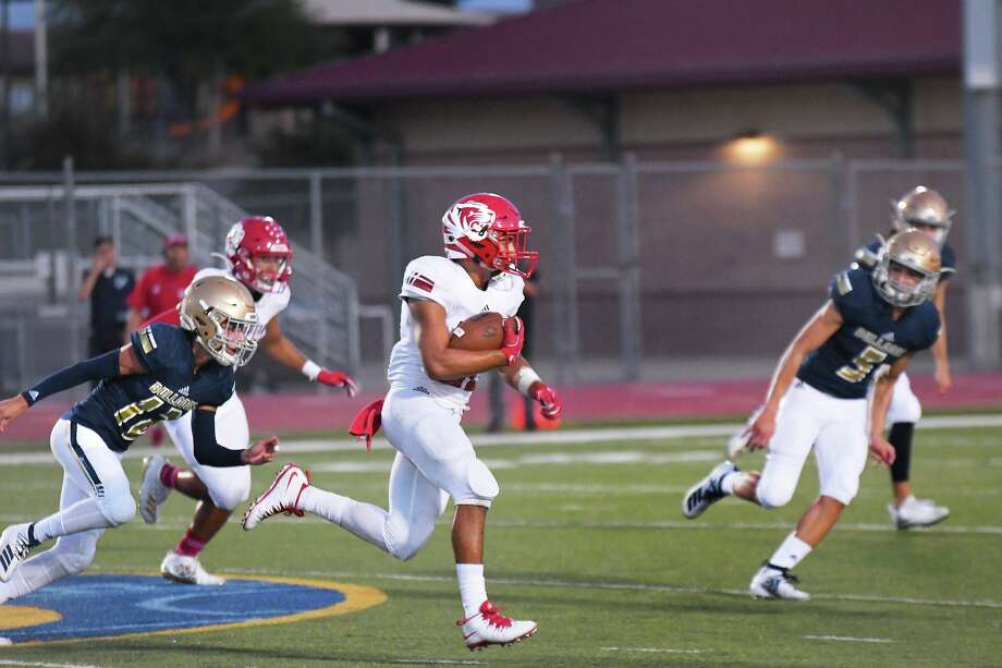 Running back Jose Castaneda scored a touchdown in Martin's loss to Harlan Saturday. Photo: Cuate Santos /Laredo Morning Times File / Laredo Morning Times