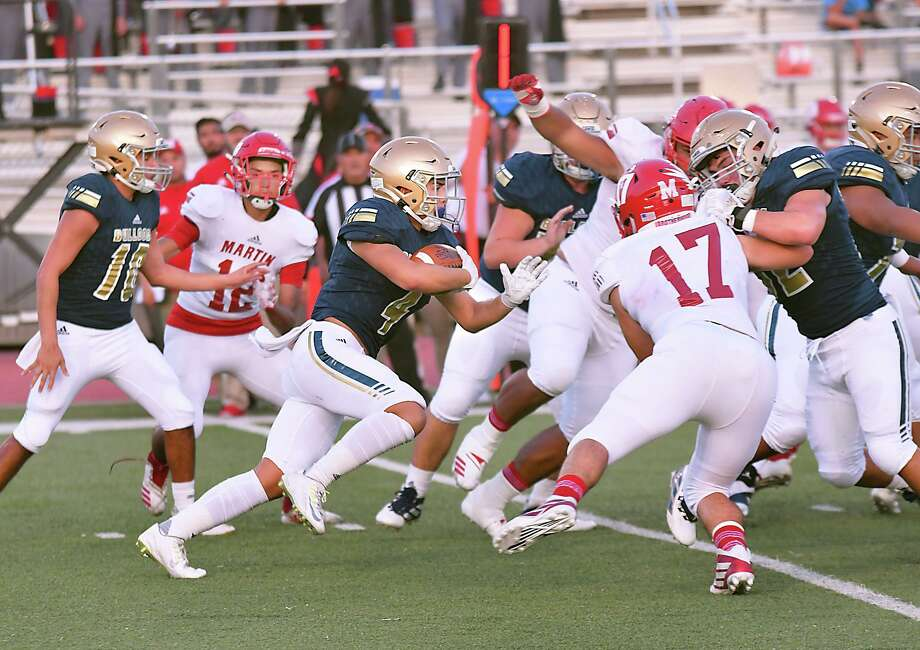 Running back Bruce Ferguson and Alexander Bulldogs are set to begin practice on Sept. 7 due to the UIL updated fall sports schedule. Photo: Cuate Santos /Laredo Morning Times File / Laredo Morning Times