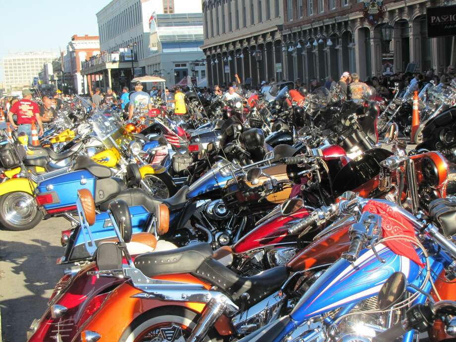 Thousands of motorcycle enthusiasts come to Galveston for the non-stop music, shopping, food, and multiple bike and car shows. Photo: Courtesy Two Wheel Thunder TV/LoneStar Rally