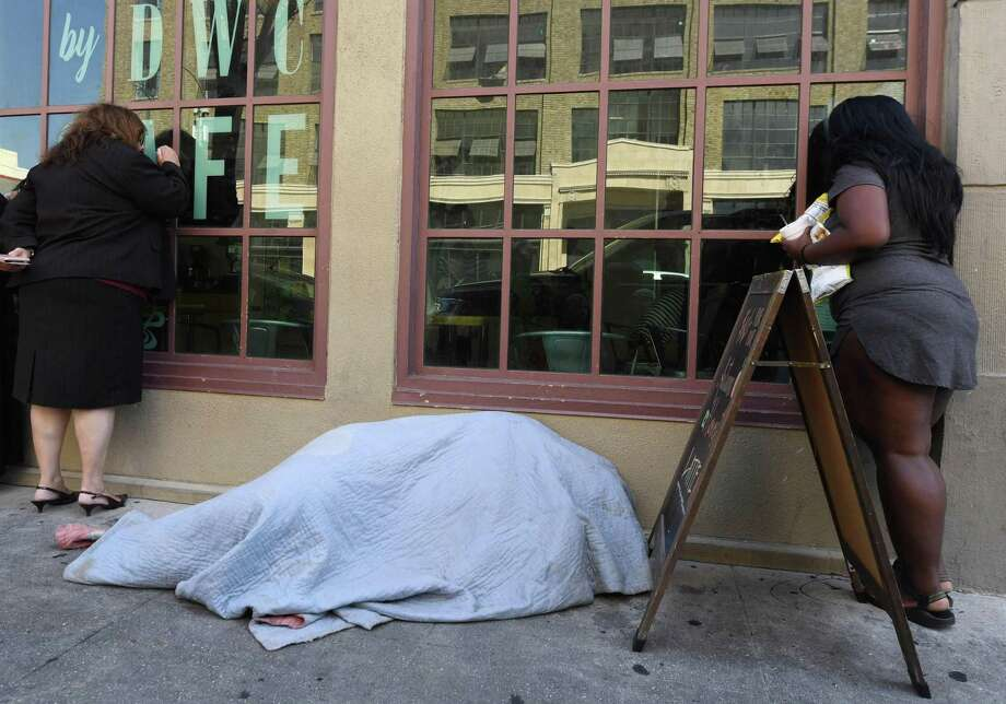 A homeless man sleeps on the sidewalk in Los Angeles. Donald Trump says he plans to seek to have the Environmental Protection Agency declare that California's homeless population constitutes an environmental threat. Photo: Robyn Beck /Getty Images / AFP or licensors