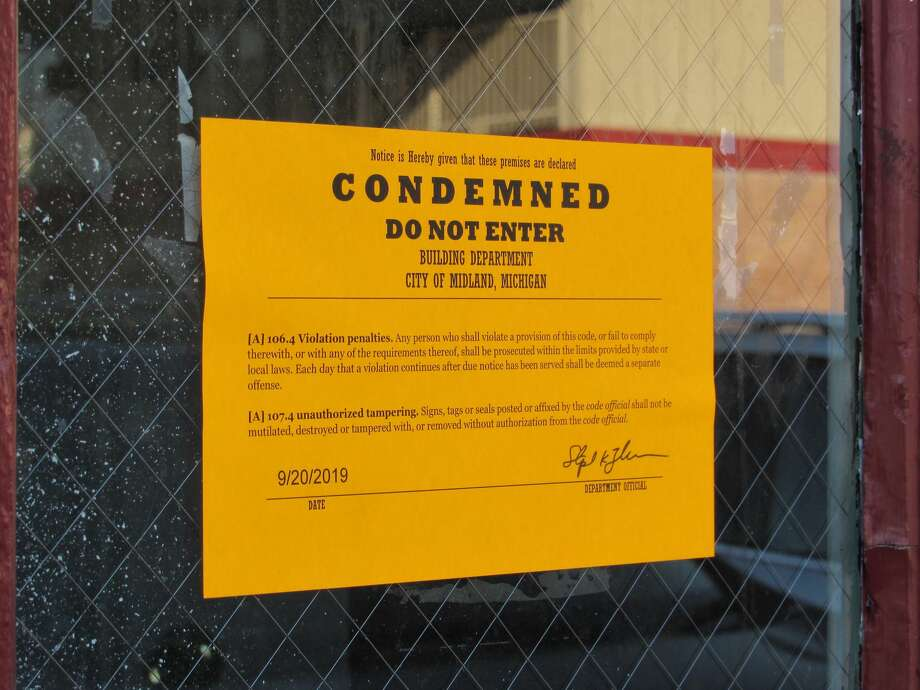 """The Midland Motor Inn, located at 1815 S. Saginaw Road, was condemned due to """"inadequate maintenance"""" and """"unsafe condition"""" on Sept. 20. Photo: Mitchell Kukulka"""