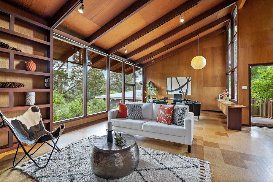 $789K mid-century chalet may be the coolest one-bedroom home in Oakland
