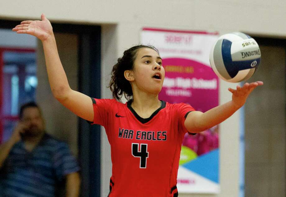 FILE PHOTO — Oak Ridge libero Julia Neveu (4) serves the ball during the second set of a non-district high school volleyball match at Oak Ridge High School, Tuesday, Aug. 20, 2019, in Oak Ridge. Photo: Jason Fochtman, Houston Chronicle / Staff Photographer / Houston Chronicle