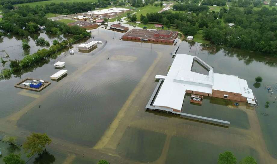 Hamshire Fannett Middle School on Texas 124 after Tropical Storm Imelda in Fannett on Friday. Photo taken Friday, 9/20/19 Photo: Guiseppe Barranco/The Enterprise, Photo Editor / Guiseppe Barranco ©