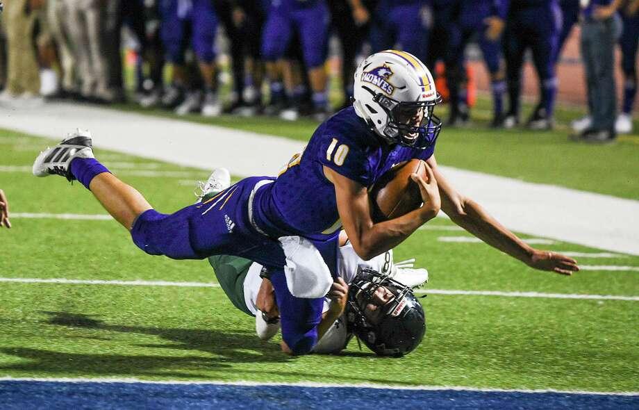 LBJ junior quarterback Luis Segura has 353 rushing yards and three touchdowns through five games this season. Photo: Danny Zaragoza /Laredo Morning Times