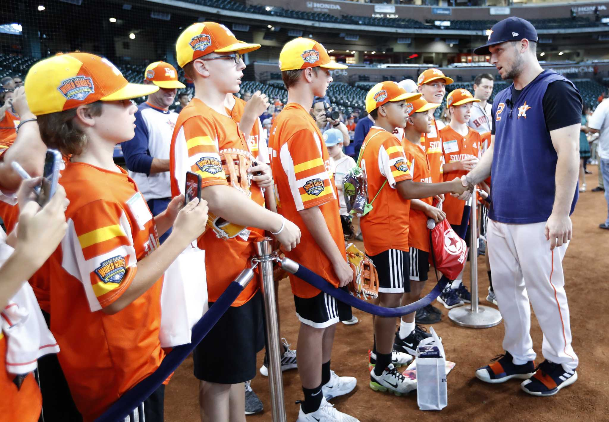 Astros' Alex Bregman hosts Little League World Series champion team from Louisiana