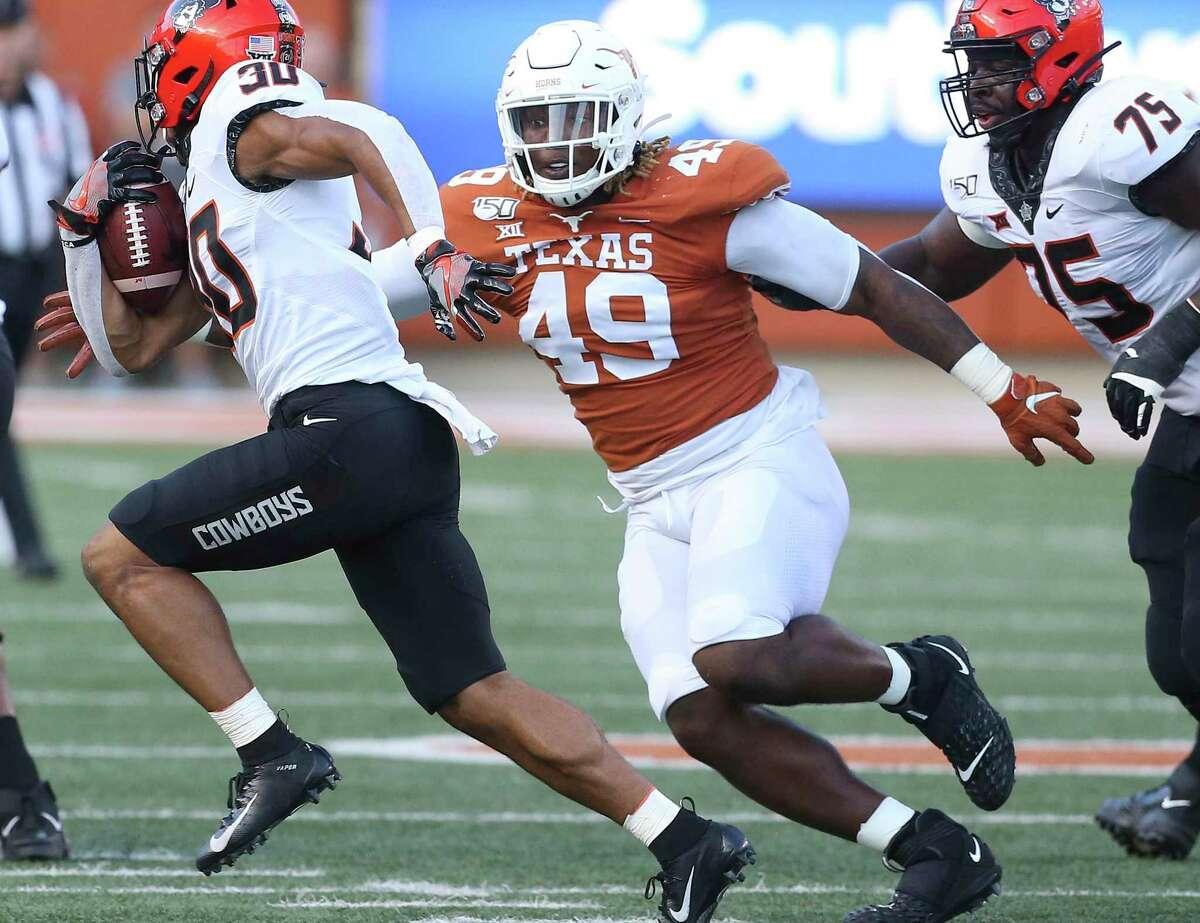Texas defensive end Ta'Quon Graham, pursuing Oklahoma State's Chuba Hubbard last year, said new defensive coordinator Chris Ash's system will help him have a good senior season.