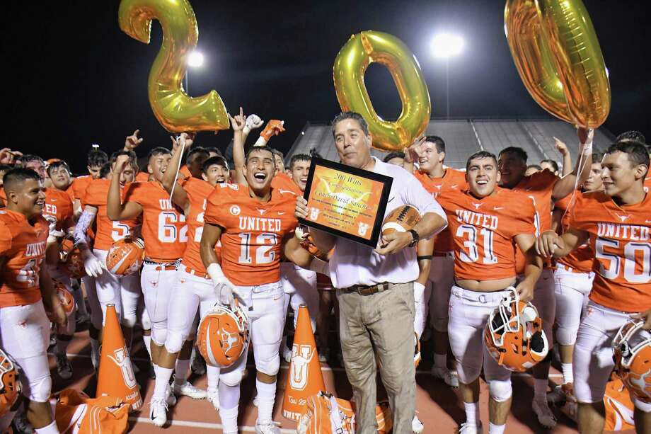 David Sanchez won his 200th game in United's 45-37 win over San Benito on Saturday. Photo: Cuate Santos /Laredo Morning Times
