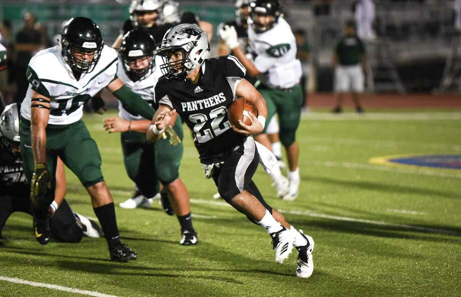 Brian Benavides finished with 238 rushing yards and five touchdowns in United South's 42-35 win over San Antonio Southwest on Friday. Photo: Danny Zaragoza /Laredo Morning Times