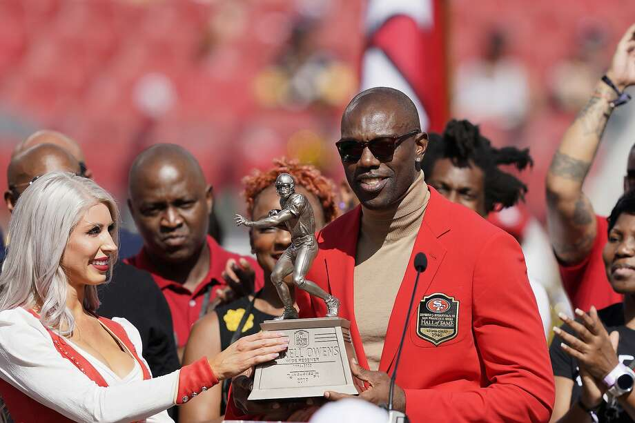 Terrell Owens says he 'would love to talk to' Antonio Brown