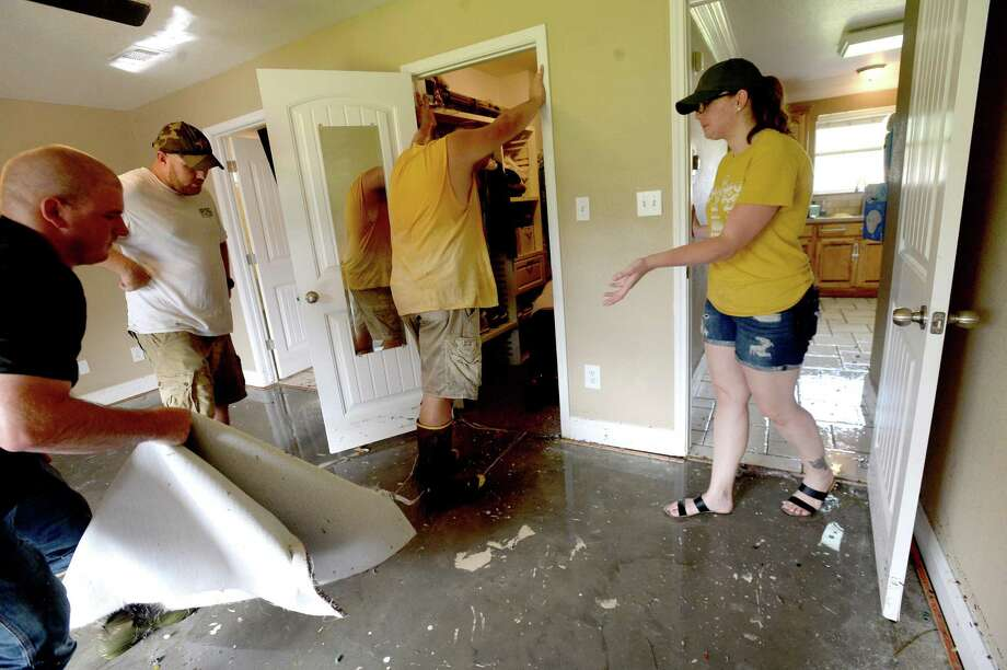 Friends and family work to clean up the flood damaged McClelland home in Vidor as the process of recovery from Imelda's torrential rains and flooding begins throughout the region Friday. Photo taken Friday, September 20, 2019 Kim Brent/The Enterprise Photo: Kim Brent / The Enterprise / BEN