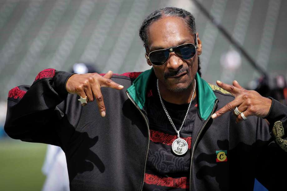 Snoop Dogg on the field before a game between the Houston Texans and the Los Angeles Chargers at Dignity Health Sports Park on Sunday, Sept. 22, 2019, in Carson, Calif. Photo: Brett Coomer, Houston Chronicle / Staff Photographer / © 2019 Houston Chronicle
