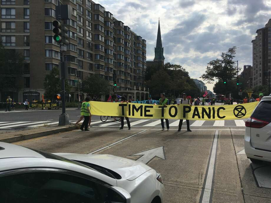 Climate activists shut down an intersection on Massachusetts Avenue in Washington, D.C., as part of a global push to shift the global economy away from fossil fuels. Photo: Photo: James Osborne