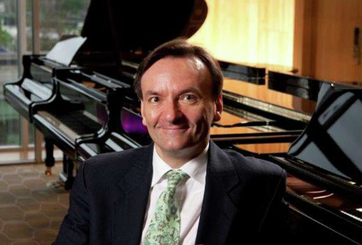 Pianist Stephen Hough will perform works by Bach, Busoni, Chopin and Liszt, along with one of his own compositions, as Wilton Candlelight Concerts opens its 72nd season.