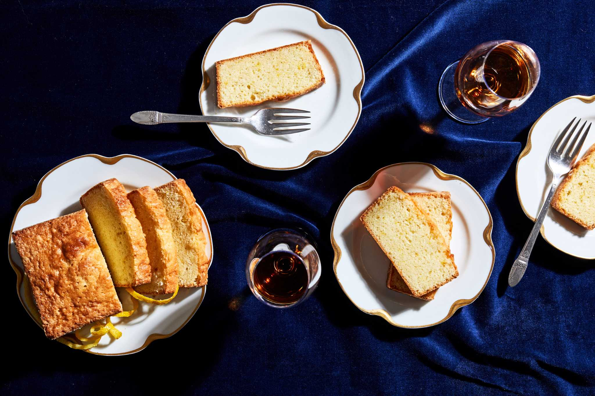 Bake like Mrs. Patmore, eat like the Crawleys with this delightful 'Downton Abbey' cake