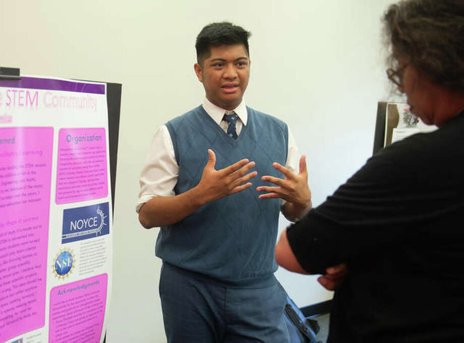 SIUE sophomore Justin Rosales recaps his summer experience to School of Education, Health and Human Behavior Dean Robin Hughes, PhD, at the Noyce Summer Scholars Showcase. Photo: Courtesy Of SIUE