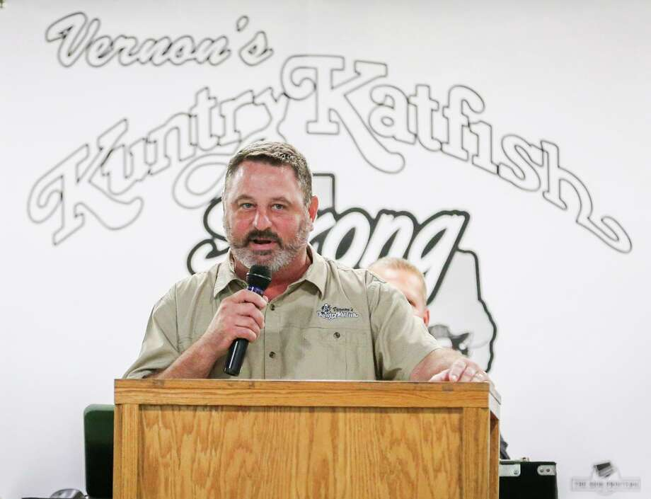 Buster Bowers, owner of Vernon's Kuntry Katfish, thanks attendees and first responders, during a benefit for the local restaurant which was decimated in Hurricane Harvey, on Monday, Oct. 9, 2017, at the Montgomery County Fairgrounds. Bowers died on Sunday. Photo: Michael Minasi, Staff Photographer / Houston Chronicle / © 2017 Houston Chronicle