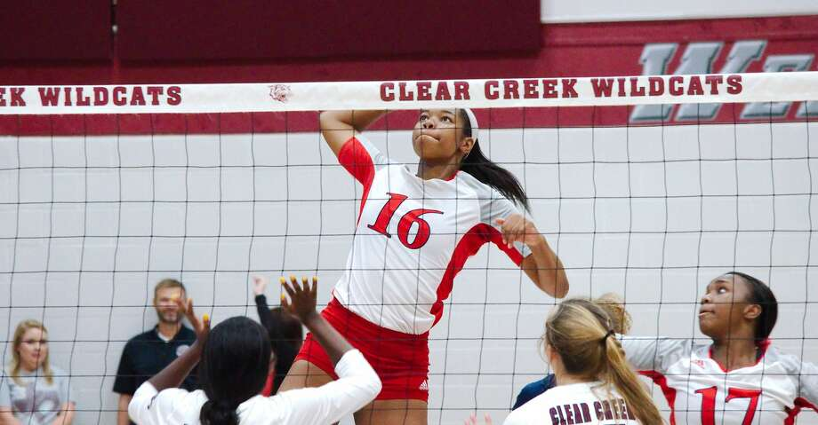Dawson's Aliyah McDonald (16) tries to hit a shot against Clear Creek Tuesday, Aug. 13 at Clear Creek High School. Photo: Kirk Sides/Staff Photographer