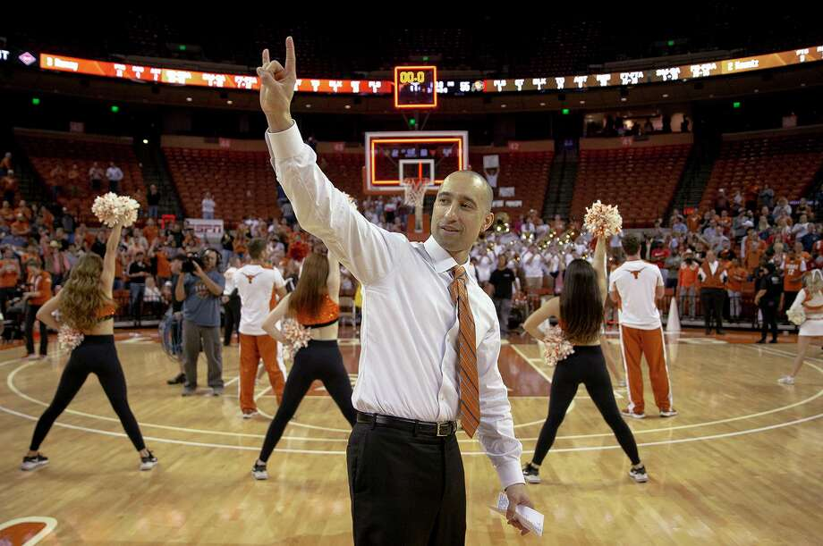 "Texas coach Shaka Smart holds up the ""Hook 'em Horns"" sign following Texas' 68-55 win over Colorado in an NCAA college basketball game in the quarterfinals of the NIT on Wednesday, March 27, 2019, in Austin, Texas. (Nick Wagner/Austin American-Statesman via AP) Photo: Nick Wagner, MBO / Associated Press / Austin American-Statesman"