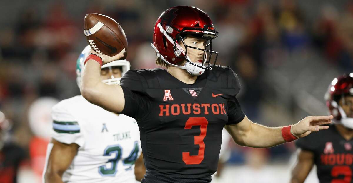 PHOTOS: UH vs. Tulane  HOUSTON, TX - NOVEMBER 15: Clayton Tune #3 of the Houston Cougars throws a pass in the third quarter pursued by Patrick Johnson #34 of the Tulane Green Wave at TDECU Stadium on November 15, 2018 in Houston, Texas. (Photo by Tim Warner/Getty Images) >>>Look back at photos from the Cougars' matchup against Tulane last week ...