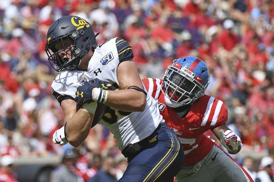 California tight end Jake Tonges shakes off Mississippi defensive back Jalen Julius for a 60-yard touchdown catch during the second half of an NCAA college football game in Oxford, Miss., Saturday, Sept. 21, 2019. Photo: Thomas Graning / Associated Press