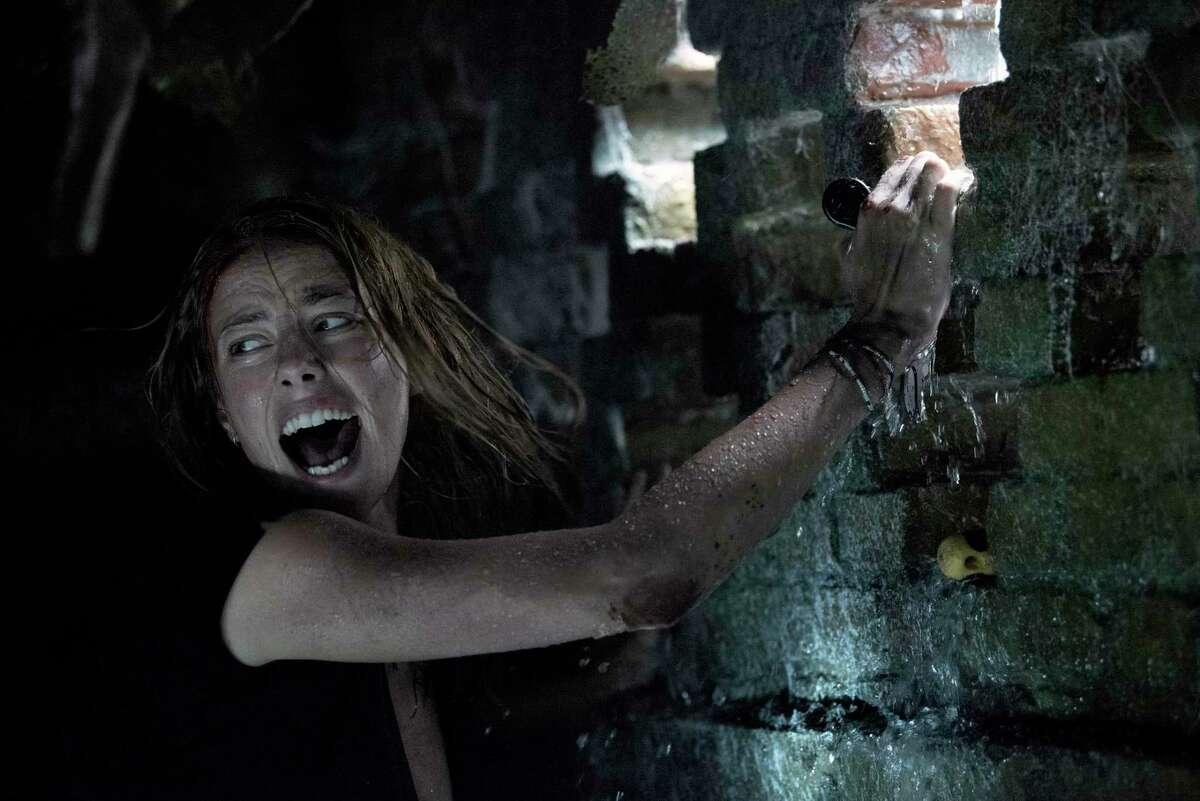 Kaya Scodelario is trapped between rising waters and ravenous gators in